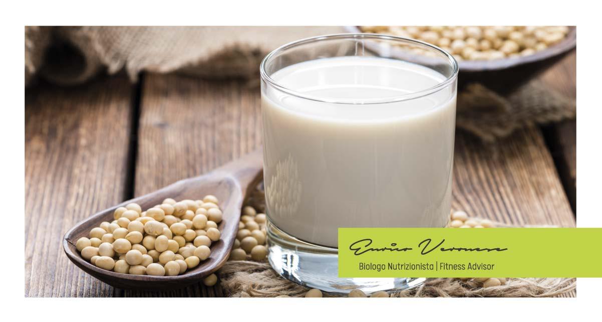 Il latte di soia è per tutti? Benefici e controindicazioni